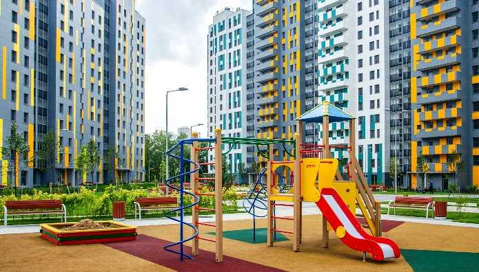детские площадки во дворах домов по реновации